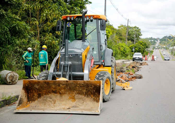 Prefeitura de Manaus realiza recuperação viária em seis quilômetros da avenida Nathan Xavier