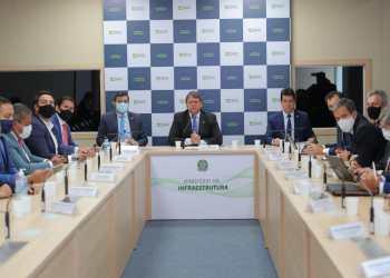 Wilson Lima assina convênio com Ministério da Infraestrutura e Infraero para expansão de aeroportos no interior do estado