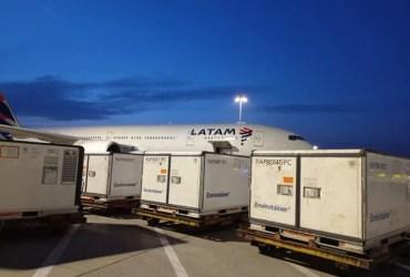 CoronaVac: Avião com insumos deixa a China com destino a SP