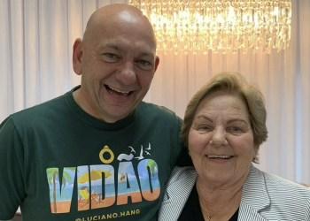 Morre mãe de Luciano Hang por complicações da Covid-19