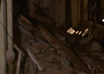 Prédio desaba em BH e deixa 30 moradores ilhados durante chuva