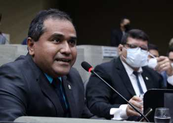 Daniel Vasconcelos denuncia reajuste abusivo nas mensalidades de faculdades privadas