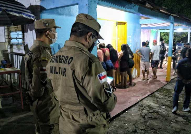 Festa clandestina é encerrada no bairro Tarumã