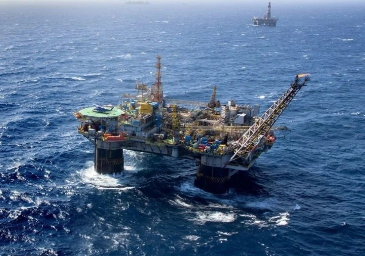 Ibovespa cai 5,5%, ações da Petrobras despencam 21% e dólar vai a R$ 5,53