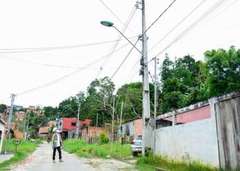 ManausLuz substitui luminárias antigas por LED na comunidade Alfredo Nascimento