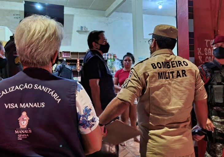 CIF fecha 11 bares descumprindo decreto de prevenção da Covid-19, em Manaus