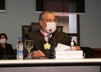 Aos 45 anos, Josué Neto toma posse como conselheiro do TCE-AM