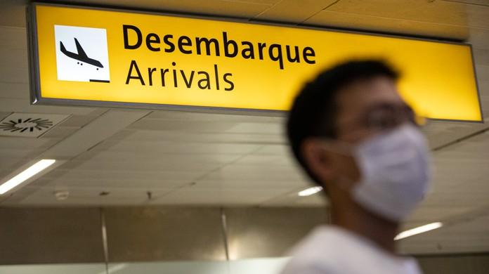 Regras para uso de máscaras em aviões e aeroportos ficam mais rígidas