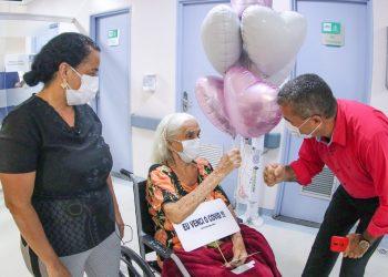 Covid-19: paciente de 92 anos recebe alta no HPS 28 De Agosto