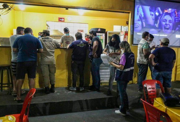 Polícia fecha oito estabelecimentos por descumprimento do decreto estadual durante o feriado religioso