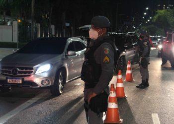 Operação 'Pela Vida' flagra seis motoristas alcoolizados na Ponta Negra