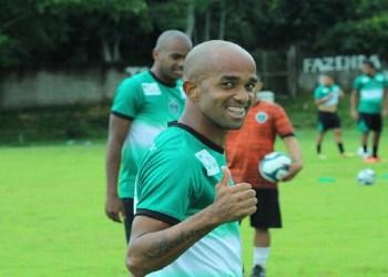 Rossini, ídolo do Manaus FC revelado pelo Santos, é acusado de estupro