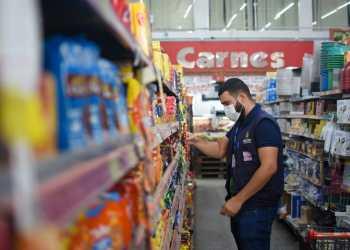 Procon-AM apreende produtos de limpeza e alimentos em comércio no Monte das Oliveiras