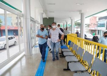 Prefeito David Almeida vistoria etapa final da revitalização do Terminal 1