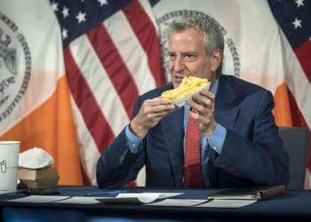 Prefeito de Nova York oferece batatas fritas grátis para quem se vacinar