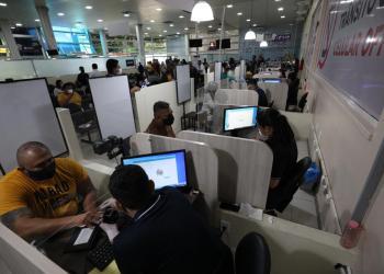 Detran-AM realiza segundo mutirão de renovação de CNH para pessoas agendadas