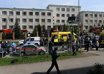 Ataque a tiros em escola mata alunos e professor