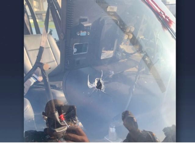 Piloto de helicóptero de TV é baleado durante cobertura policial