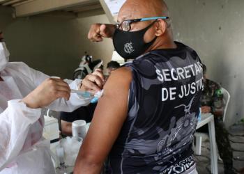 Servidores do sistema socioeducativo do Amazonas são vacinados contra a Covid-19