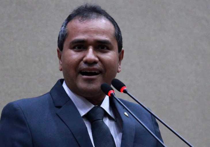 Daniel Vasconcelos denuncia cobrança abusiva da taxa de esgoto da empresa Águas de Manaus