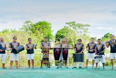 Oficina de percussão destaca a influência de vários gêneros musicais no ritmo do boi-bumbá
