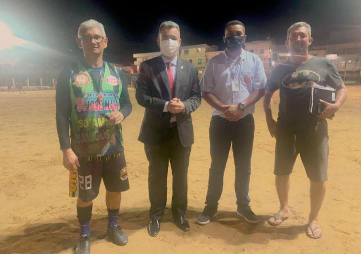 Vereador Peixoto solicita e prefeitura vai renovar a iluminação do Campo do buracão no Nova Esperança
