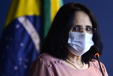 País caminha para dar um basta na violência contra o idoso, diz a ministra Damares