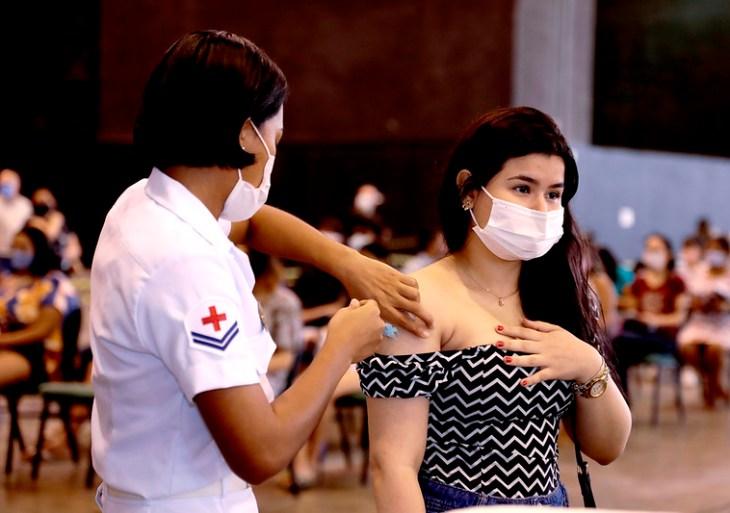 Covid: Mais de 30 mil pessoas foram vacinadas em quase 10 horas em Manaus