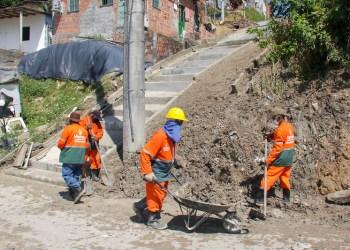 Prefeitura finaliza implantação de rip-rap e constrói escada de acesso na zona Norte