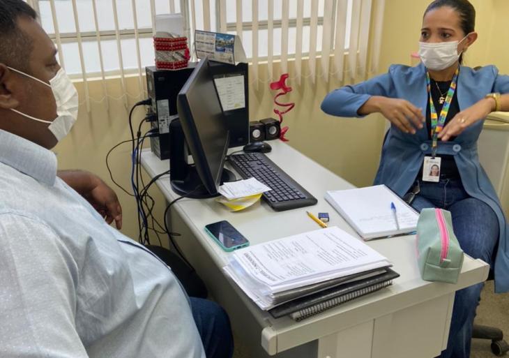 Ivo Neto solicita adequação de unidades básicas de saúde para PCDs, atendendo a uma demanda comunitária vinda das redes sociais