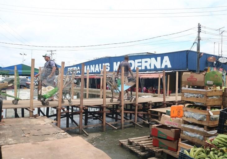 Madeira apreendida em operações policiais auxiliou famílias atingidas pela cheia no Amazonas