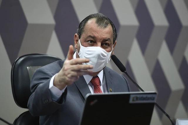 Omar Aziz acusa militares do governo de corrupção durante CPI