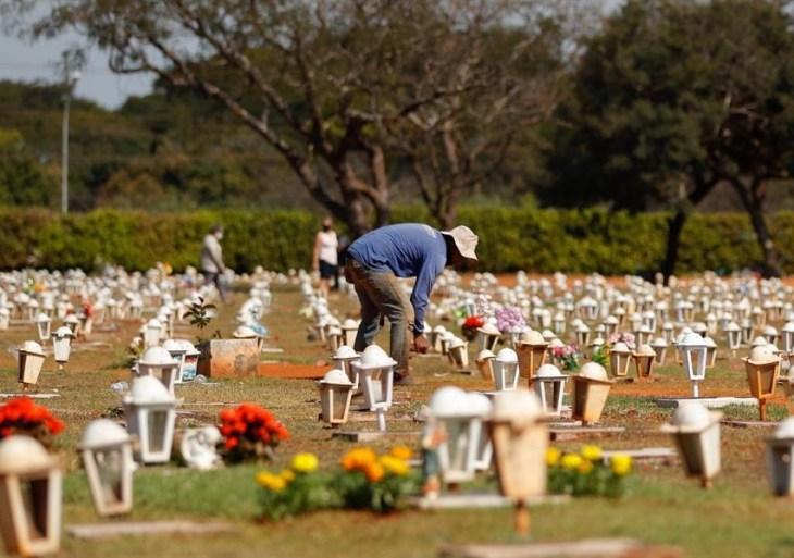 Justiça decide que donos de festa ilegal trabalharão em cemitério