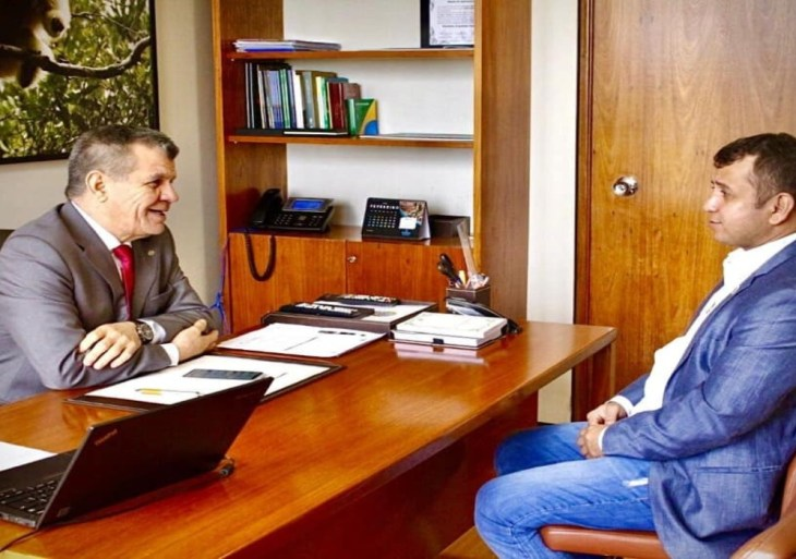 Prefeito do município de Juruá anuncia pagamento da primeira parcela do 13° salário aos servidores