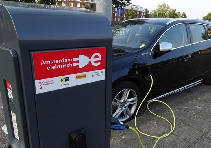 União Europeia propõe proibição de vendas de carros a combustão a partir de 2035
