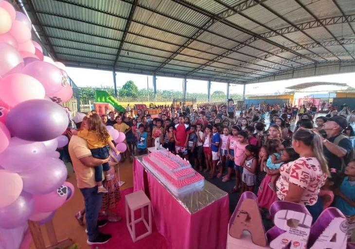 Prefeito de Juruá celebra aniversário de filha doando brinquedos para as crianças Juarienses