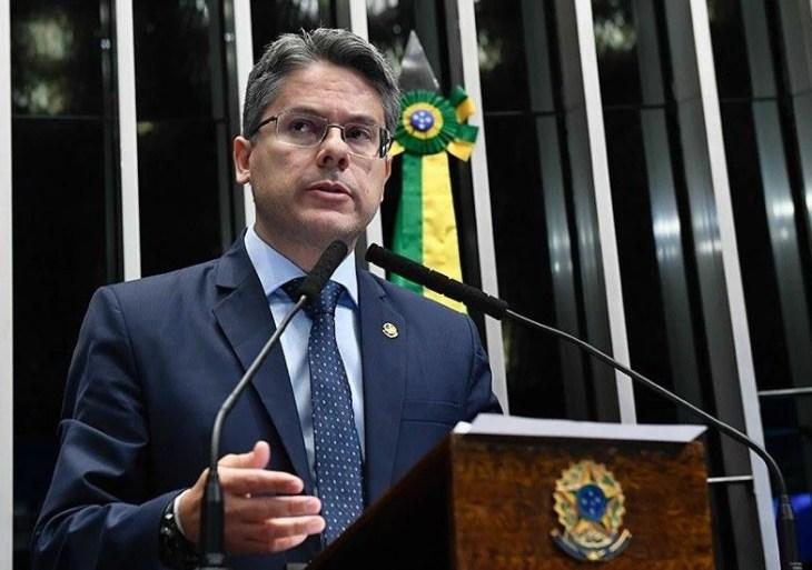 Senador pede que STF obrigue Bolsonaro a provar fraude