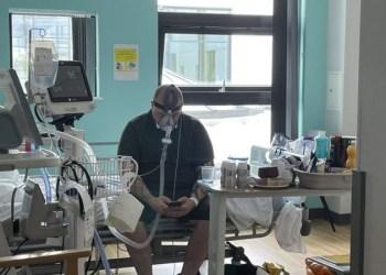 Covid: britânico antivacina morre após foto com respirador para se mostrar arrependido