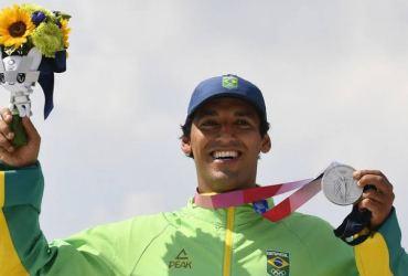 Kelvin Hoefler leva prata no skate street e conquista primeira medalha do Brasil