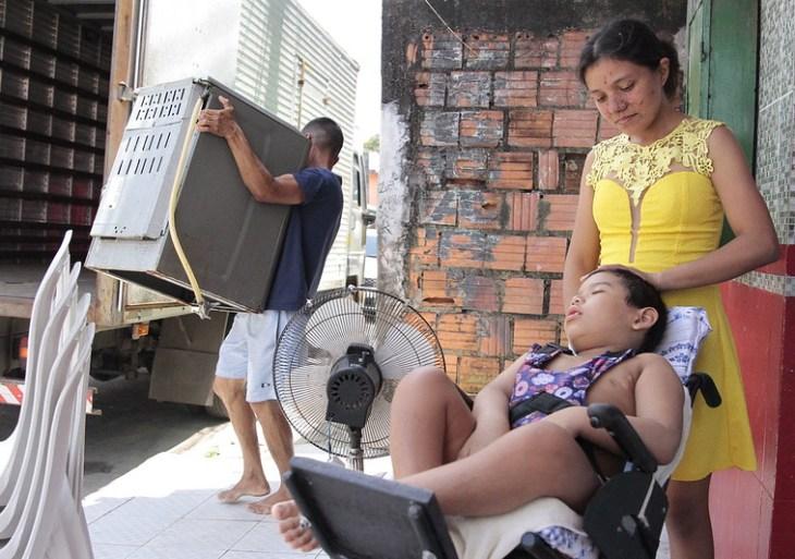 Adolescente conta expectativa de mudança para novo lar em programa habitacional