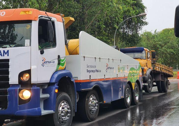 Operação conjunta remove caminhões e carretas no Japiim
