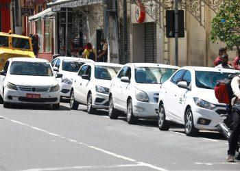 Prefeitura monta força-tarefa para regularizar situação de taxistas em Manaus