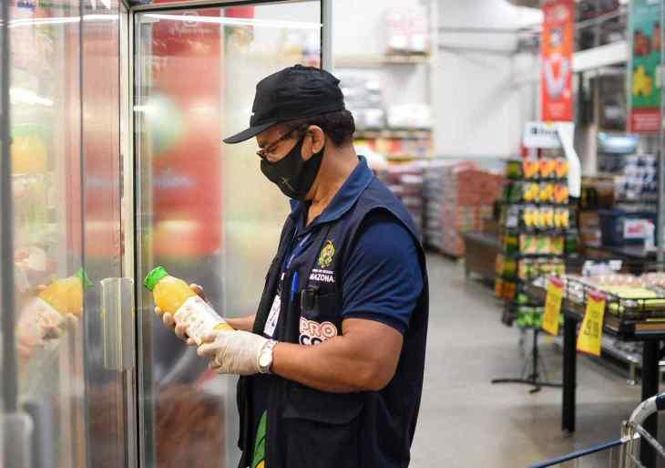 Procon-AM apreende produtos impróprios para o consumo em supermercado na zona oeste