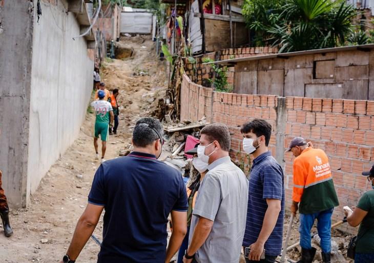 Vice-prefeito Marcos Rotta fiscaliza revitalização da comunidade das Garças, no Novo Aleixo
