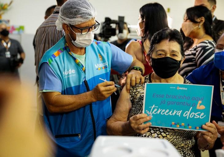 Prefeitura começa a aplicar 3ª dose contra a Covid-19 em Manaus
