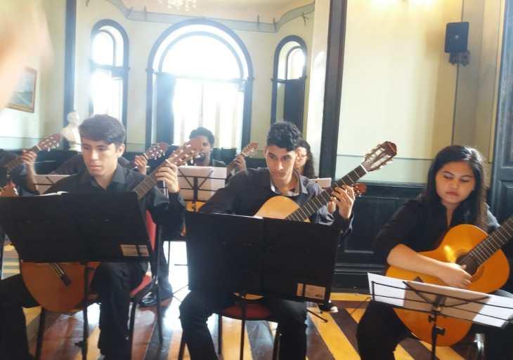 Liceu Claudio Santoro abre inscrições para a Camerata de Violões