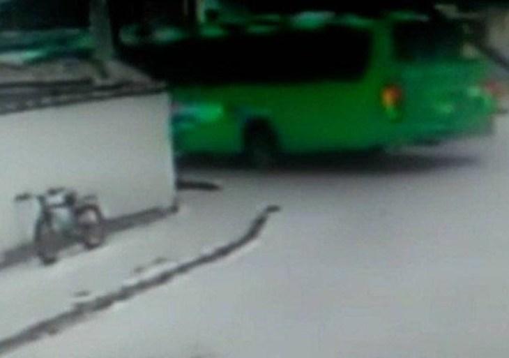 Passageira morre após cair de ônibus com porta aberta no Rio de Janeiro