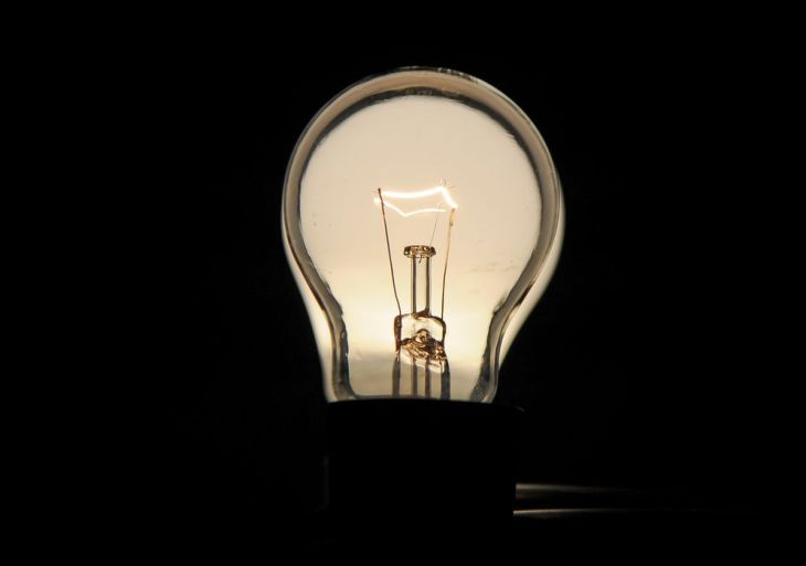 Lâmpadas incandescentes devem ser retiradas do mercado brasileiro até 2016 (Marcello Casal Jr/Agência Brasil)