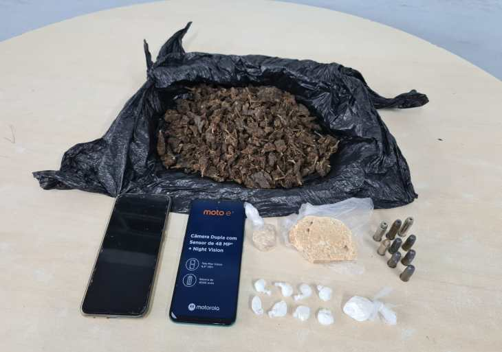 Agentes da SSP-AM prendem duas pessoas e apreendem drogas, arma e munições durante operação Cidade Mais Segura