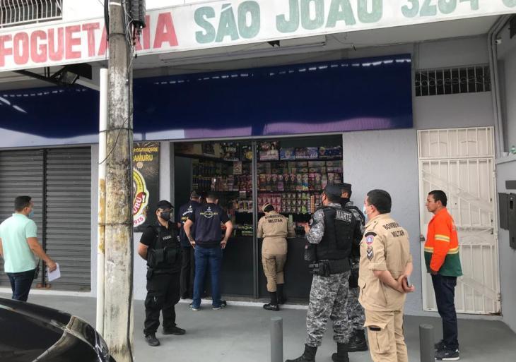 Central Integrada de Fiscalização vistoria estabelecimentos com vendas de fogos de artifício, em Manaus